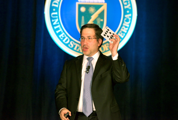 ira koretsky, keynote, workshop, speaker - holding card for his business exercise in front of about 1,000 attendees