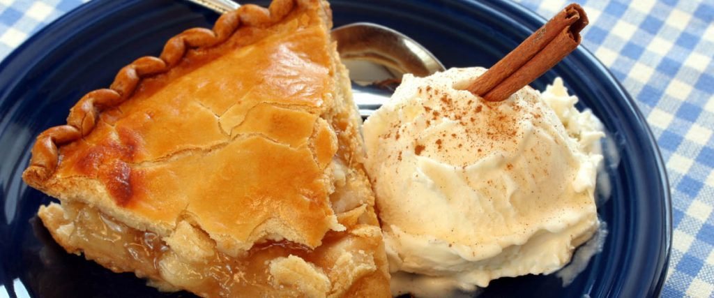 happy thanksgiving 2018 - hot apple pie with a generous scoup ofvanilla ice ream